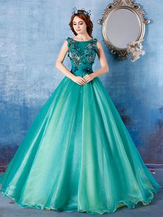 Glamour Boat Neck Embroidery Applique Lace-up Sleeveless Ball Gown Dress