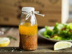 Kräuter satt für knackige Salate aller Art: In diesem Salatdressing sorgen Oregano, Basilikum und Co. für frischen Geschmack.