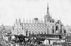 Veduta del Duomo con la torre campanaria, demolita nel 1866.