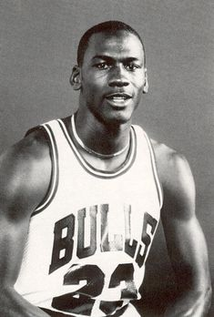 Some rarely seen photos of Michael Jordan during his rookie season with the Chicago Bulls. Jordan 23, Michael Jordan Unc, Michael Jordan Pictures, Jordan Gold, Jeffrey Jordan, Michael Jordan Basketball, Jordan Retro, Jordan Shoes, Michael Jackson