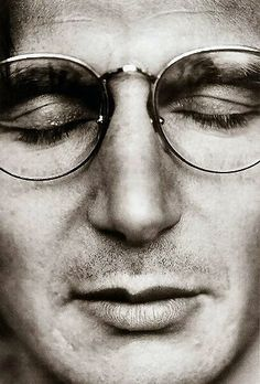 Liam Neeson  http://spectacle.provocateuse.com/images/spectacles/liam_neeson_03.jpg