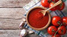 Alig egy óra alatt elkészíthető, és garantáltan finom – mi az? Hát persze, hogy a házi ketchup, aminek most elhoztuk a receptjét. Alig néhány hozzávaló, pepecselni nem kell vele, ezért akár kezdő háziasszonyok vagy háziurak is könnyen megcsinálhatják.