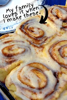 If you love Cinnabon Cinnamon Rolls, you're going to love this Copycat Cinnabon Recipe. It's easy to make and is even better than the ones you get at Cinnabon! They're the best homemade cinnamon rolls you'll ever make or eat! Pioneer Woman Cinnamon Rolls, No Yeast Cinnamon Rolls, Overnight Cinnamon Rolls, Cinnamon Bun Recipe, Homemade Cinnamon Rolls, Best Cinnamon Roll Recipe, Homemade Rolls, Homemade Breads, Copycat Cinnabon Recipe