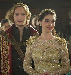 A producão adapta a história de Mary Stuart, rainha da Escócia. Na vida real, Mary sucedeu seu pai, o rei James V, quando tinha apenas seis dias de vida. Criada pela mãe, ela passou sua infância e …