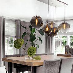 Globe is de lamp van je dromen. En hij is ook nog op maat verkrijgbaar! Dining Room Lamps, Dining Room Lighting, Kitchen Lighting Fixtures, Light Fixtures, Japanese Interior, Contemporary Home Decor, Lighting Design, Interior Inspiration, Living Room Designs