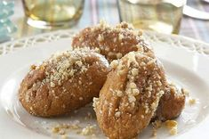 Greek Christmas biscuits: melomakarona recipe with photos. How to prepare honey Greek Christmas cookies for your family. Greek Sweets, Greek Desserts, Greek Recipes, Xmas Desserts, Chocolate Desserts, Greek Christmas, Christmas Baking, Christmas Cookies, Xmas Food