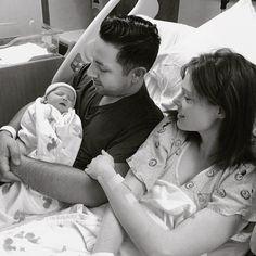 Маленькая мисс Счастье: первые фото новорожденной дочери Коко Роша