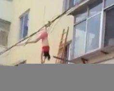 """Amante tenta escapar de flagra pela janela e fica pendurada em cabos elétricos Amante tenta escapar de flagra pela janela e fica pendurada em cabos elétricos Amante tenta escapar de flagra pela janela e fica pendurada em cabos elétricos LEIA MATÉRIA AQUI –> AMANTE TENTA ESCAPAR O Pensa Brasil é um site de notícias do … Continue lendo """"Amante tenta escapar de flagra pela janela e fica pendurada em cabos elétricos"""""""