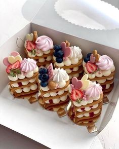 Valentine Desserts, Valentine Cake, Fancy Desserts, Valentines, Mini Cakes, Cupcake Cakes, Baking Recipes, Dessert Recipes, Biscuit Cake