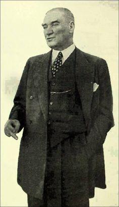 Biliyor muydunuz? Atatürk'ün Erzurum Kongresi`nden ölümüne kadar hep yanında ve hizmetinde olan Mihallıççıklı Emir Çavuşu Ali Metin aracılığıyla 5 bin lira gönderip, Yunanlılar`ın işgal sırasında yakıp yıktıkları ve imkanları olmadığı için Mihallıççıklıların yaptıramadığı kasabanın tek camisini yeniden yaptırdığını.