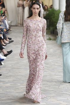 See all the Collection photos from Luisa Beccaria Spring/Summer 2017 Ready-To-Wear now on British Vogue Spring Fashion 2017, Pink Fashion, Runway Fashion, Fashion Show, Fashion Design, Milan Fashion, Luisa Beccaria, Evening Gowns, Ball Gowns
