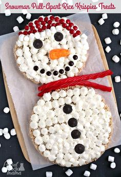 These Snowman Pull-Apart Rice Krispies:registered: Treats are already cut & ready for sharing making them perfect for that holiday party or get-together. #sponsored by /ricekrispiesusa/ #RiceKrispies