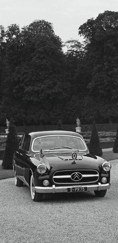 Immatriculée 1 FK 75 à sa livraison en novembre 1955, le général de Gaulle fait ré-immatriculer la limousine Franay 2 PR 75 le 30 septembre 1959. L'Élysée inaugure ainsi la série des cent premières immatriculations PR 75 réservée aux voitures officielles de la Présidence de la République.