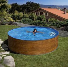Hoy os dejamos con una #piscina diferente, de acero pero en imitación #madera, muy fácil de instalar y de gran durabilidad. Una solución perfecta para el #verano.