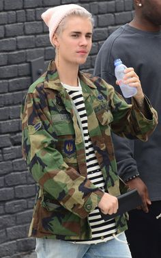 Pin for Later: Justin Bieber Joins With His Latest Hair Change Justin Bieber Songs, Justin Bieber Outfits, Justin Bieber Style, Justin Bieber Pictures, Justin Bieber Long Hair, Selena Gomez, Justin Baby, Justin Bieber Wallpaper, Don Juan