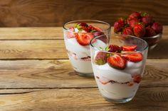 100 g Naturjoghurt mit Erdbeeren hat 82 kcal.