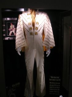 .The White Pyramid jumpsuit & cape. Worn during the spring tour of 1972, and seen briefly in Elvis On Tour, but not filmed on stage. It was also worn during the August - September 1972 Las Vegas engagement.