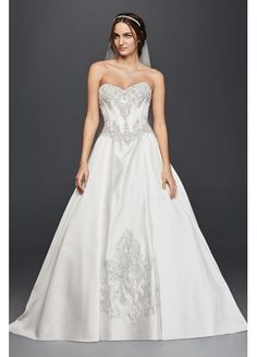 This gorgeous @davidsbridal ball gown has seriously regal vibes.