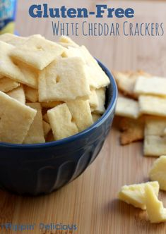 An easy and delicious snack without all of the extra ingredients - gluten free white cheddar crackers! This recipe will be your new family favorite! Gluten Free Appetizers, Gluten Free Snacks, Foods With Gluten, Gluten Free Cookies, Gluten Free Baking, Gluten Free Recipes, Gluten Free Cheez Its, Gluten Free Crackers, Sans Lactose
