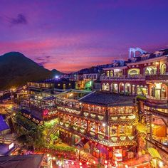 Instagram【kayak_tw】さんの写真をピンしています。 《除夕夜就用九份的夜景迎接新年~ 趁著新年假期,一起上山下海體驗台灣之美吧!  #九份#夜景#除夕#新年#Taiwan#Jiufen#travel#ChineseNewYear#worldcapture#instatravel》