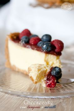 NY cheesecake with raspberries and blueberries Ricotta, New Recipes, Sweet Recipes, Cooking Cake, Italian Cookies, Love Is Sweet, Cheesecakes, Buffet, Bakery