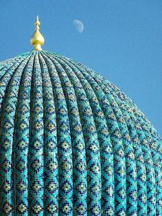 Turquoise blue dome of Bibi-Khanym Mosque, Samarkand, Uzbekistan (1404)