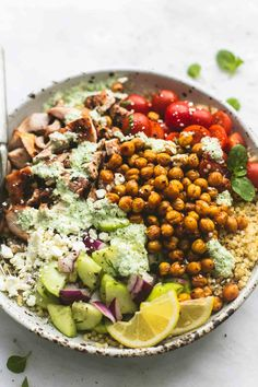 Dig into this Greek Chicken Power bowl recipe using our Organic Roasted Chicken Breast! Power Bowl, Butter Chicken Rezept, Healthy Dinner Recipes, Cooking Recipes, Keto Recipes, Cocina Light, Clean Eating, Healthy Eating, Mediterranean Diet Recipes