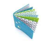 Album photo tissu personnalisé album photo doudou couverture | Etsy Album Photo, Beautiful Family, Softies, Blue Fabric, Custom Fabric, Card Holder, Sewing, Etsy, Pattern