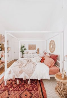 50 Make Your Bedroom More Romantic with These Romantic Bedroom Decorations Wohnen im Boho-Stil Dream Rooms, Dream Bedroom, Home Bedroom, Coral Bedroom, Light Pink Bedrooms, Bedroom Inspo, Bedroom Apartment, Bedroom Furniture, Furniture Nyc