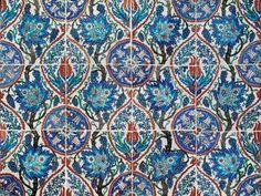 Selection of Ottoman Turkey,Iznik and Kutahya pottery @ Christie's - Eloge de l'Art par Alain Truong