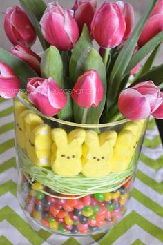 Easter Tulip Display Arrangement - Craft-O-Maniac. Add Easter grass too! Easter Dinner, Easter Brunch, Hoppy Easter, Easter Eggs, Easter Food, Holiday Crafts, Holiday Fun, Holiday Ideas, Easter 2015