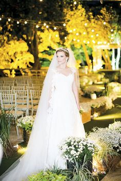 Vestido de Regina Martins escolhido por Gisele. O casamento de Gisele e Eron foi publicado no  Euamocasamento.com, e as fotos são de Rodrigo Sack.  #euamocasamento #NoivasRio #Casabemcomvocê
