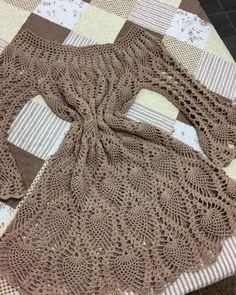 Pin em crochet, knit , tat, macrame etc Finger Crochet, Crochet Box, Crochet Woman, Crochet Motif, Crochet Lace, Crochet Patterns, Crochet Beach Dress, Crochet Tunic, Crochet Clothes