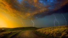 Thunderstorm near Coffee Bay on the Wild Coast region of South Africa - Jon Hicks/Corbis