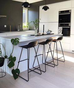 10 Must-Haves for a Luxury Kitchen Kitchen Interior, Modern Interior, Home Interior Design, Kitchen Decor, Kitchen Rustic, Kitchen Small, Kitchen White, Modern Luxury, Room Interior