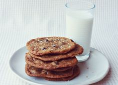 Dark Chocolate Chip and Sea Salt Cookies Recipe by A Beautiful Mess, adapted from Martha Stewart. Just don't bake them for nearly as long to have chewy cookies. Dark Chocolate Recipes, Sea Salt Chocolate, Best Chocolate Chip Cookies Recipe, Dark Chocolate Cakes, Chocolate Dreams, Mint Chocolate, Chocolate Cookies, Chocolate Desserts, Melting Chocolate