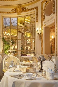 Tea time. Hôtel Ritz, Paris.