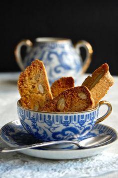teatime.quenalbertini: Tea with Biscotti | Ana Rosa