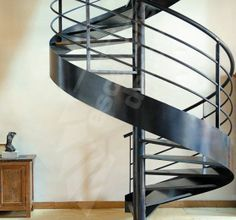 Escalier en colimaçon (structure et marches métalliques)- marches Nanoacoustic® pour un escalier acier silencieux - Photo DH42 Escaliers Décors® (www.ed-ei.fr)