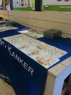 Presentatie van de opstelling van de kaarten en kalenders. Foto gemaakt in een Emté supermarkt in Etten-Leur.