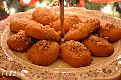 Melomakarona - a traditional greek recipe. They taste amazing and are fairly easy to make. You can also read this recipe in english. Vegan Vegetarian, Vegetarian Recipes, Cypriot Food, English Food, Greek Recipes, Nom Nom, Biscuits, Muffin, Sweets