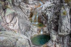 São umas das lagoas mais secretas e desconhecidas do Gerês e um destino único para quem gosta de caminhadas. Descubra o caminho para as 7 lagoas do Gerês.