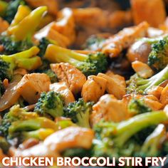 Chicken and Broccoli Stir Fry Recipe Chicken and Broccoli Stir fry with the best homemade stir fry sauce! This homemade broccoli chicken is an easy meal and so good over white rice. Healthy Chicken Recipes, Healthy Dinner Recipes, Asian Recipes, Recipe Chicken, 30 Min Meals Healthy, Chicken Stirfry Recipes, Good Meals, Easy Chinese Recipes, Veggie Recipes