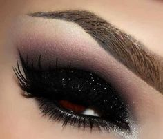make up guide Black glitter eyeshadow make up glitter;make up brushes guide;make up samples; Sparkly Eye Makeup, Black Eye Makeup, Eye Makeup Tips, Glitter Makeup, Black Makeup Looks, Glittery Nails, Makeup Goals, Eye Shadow Glitter, Goth Eye Makeup