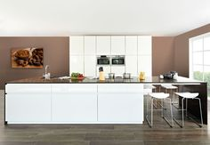 Dovy keukens| witte-moderne-design-keuken-met-eiland-hoogglans