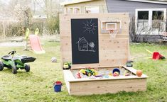 A special sandbox is best for young children! Learn to create a blackboard sandbox yourself in this tutorial. Source by metallbaumerz The post Do it yourself Build a sandbox: step by step for game paradise appeared first on Wooden. Kids Outdoor Play, Outdoor Play Areas, Backyard For Kids, Outdoor Fun, Diy For Kids, Outdoor Games, Sand Pits For Kids, Water Games For Kids, Indoor Activities For Kids