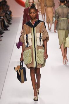Fendi Spring 2019 Ready-to-Wear Collection - Vogue Style Couture, Couture Fashion, Runway Fashion, Womens Fashion, Couture Trends, Fashion Week, Spring Fashion, Fashion Outfits, Fashion Trends