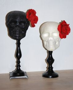 A classy halloween decoration! Love the glitter and roses!