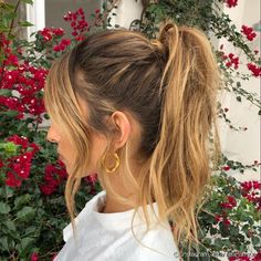 Hair for Christmas: Get inspired with 70 photos of fresh hairstyles for the date Valentine's Day Hairstyles, Ponytail Hairstyles, Pretty Hairstyles, Sophisticated Hairstyles, Simple Prom Hair, Fresh Hair, Sleek Ponytail, Velvet Hair, Hot Hair Styles