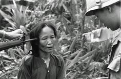 A female Viet Cong suspect is questioned by a South Vietnamese police officer, as a U. soldier holds a rifle to her temple in Tam Ky, Vietnam, November 1967 Vietnam History, Vietnam War Photos, History Museum, World History, National Police, North Vietnam, War Photography, American Soldiers, Photojournalism